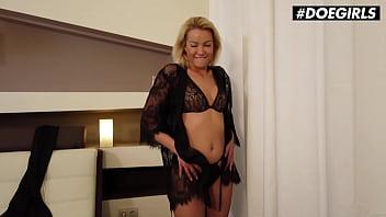 Катя кловер голая, сексуально позирует для журнала