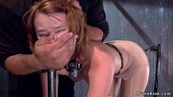 Партнёр чпокнул сногсшибательную брюнеточку и спустился ей на титьки