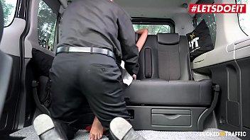Шалавы из полиции наказали лысого нарушителя нетривиальным идеей