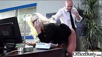 18летняя сучка сношает себя членозаменитель на столе возле лестницы