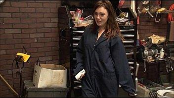 Брюнетке надоело работать, поэтому она пришла на кастинг и там бесбашенно трахнулась с лысым