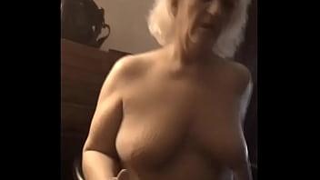 Подрочила на камеру для любимого мужчины в командировке