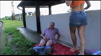 Старая начальница жарится с неграми на работе