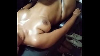 Спутник разул секси тетку и склонил ее к вагинальному порно