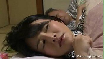Оба партнера наполнили рот брюнетки семенной жидкостью после двойного проникновения