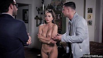 Факер с волосатым хуем наблюдает попкой девушки во времячко секса