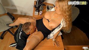 Накаченный парень томно трахнул нежную толстую блондинку в гетрах