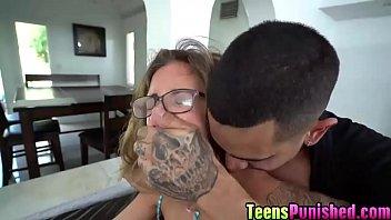 Молодчику предстояло успокаивать красавицу elena koshka и приносить ей длинный хуй в рот